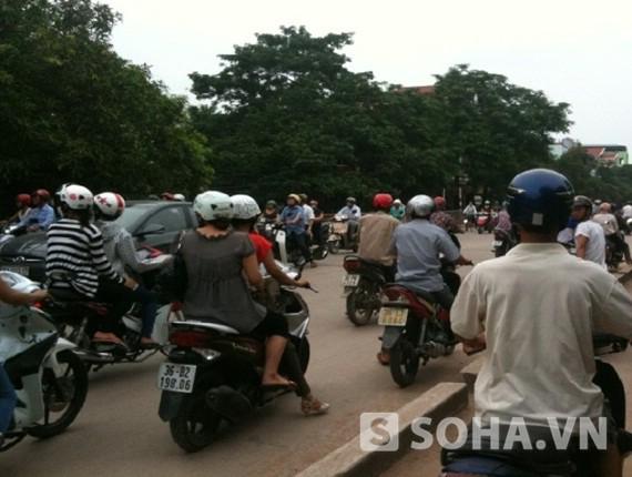 Tuyến đường Quang Trung bị ách tắc kéo dài
