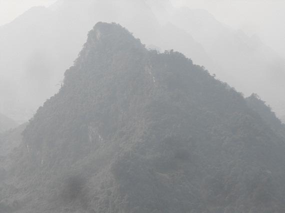 Núi Đá Trắng