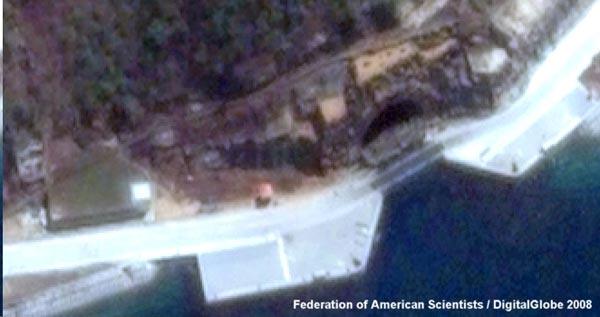 Cửa của một hang động chụp từ vệ tinh do Liên đoàn các nhà khoa học Mỹ công bố vào  năm 2008 đã gây chấn động cả khu vực châu Á.