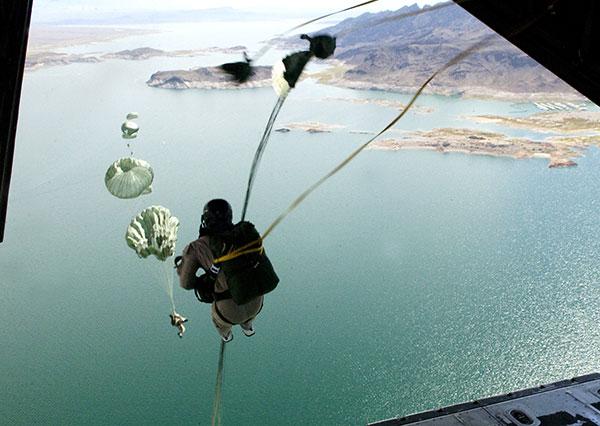 Huấn luyện nhảy dù từ máy bay C-130