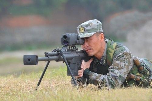 Giống M82, QBU-10 là súng bắn tỉa bán tự động
