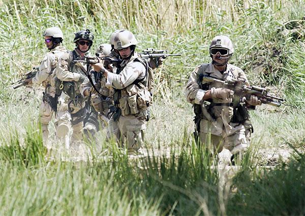 Một nhóm lính Cứu thương đường không tại Iraq