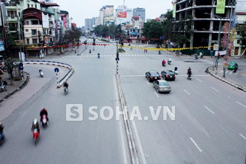 Ngã tư nút giao thông Đại Cồ Việt - Trần Khát Chân khi chưa triển khai dự án xây cầu vượt.
