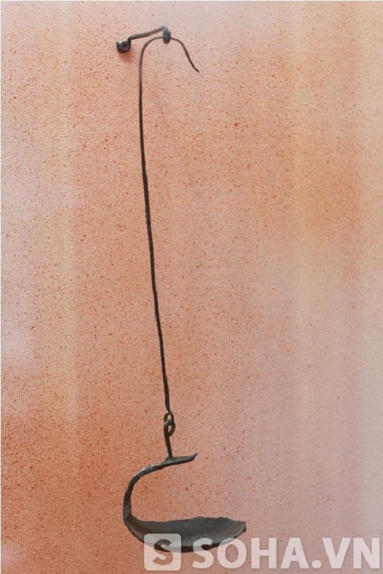 Chiếc đèn dầu lạc mà Đại tướng sử dụng trong thời kỳ 1941-1944