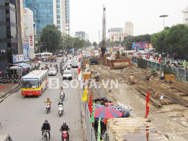 Cùng với dự án cầu vượt ngã tư Đại Cồ Việt - Trần Khát Chân, dự án xây cầu vượt tại ngã tư Kim Mã - Nguyễn Chí Thanh cũng đang được triển khai.