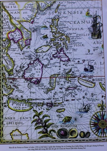 Bản đồ cổ khẳng định chủ quyền ở Hoàng Sa và Trường Sa của Việt Nam (ảnh trưng bày tại triển lãm ở Hà Nội sáng ngày 9/7).