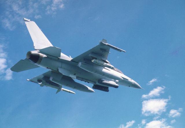 Tên lửa AIM-120C-7 sẽ được trang bị cho máy bay KF-16 và F-15K của Hàn Quốc