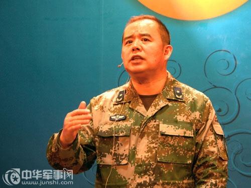 Kiều Lương, lính văn công mang quân hàm Thiếu tướng Không quân Trung Quốc
