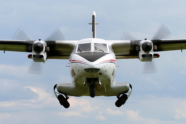 Với khả năng cất hạ cánh trên đường băng ở Trường Sa Lớn, L-410 có thể đảm nhận nhiệm vụ bổ sung lực lượng, tiếp tế vũ khí, trang bị cho lực lượng trên Biển Đông