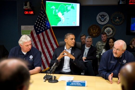 Tổng thống Obama cùng các quan chức Mỹ họp bàn biện pháp đối phó với siêu bão Sandy tại Trung tâm điều phối ứng phó Quốc gia ở Washington ngày 28/10/2012