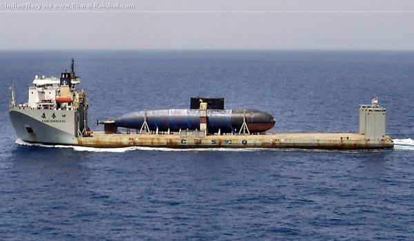 Hạn chế một cách tối đa việc tàu ngầm Kilo Hà Nội bị ghi hình như thế này chính là lý do để nó có hải trình vòng qua mũi Hảo Vọng.