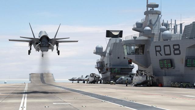 Hình ảnh phác họa tiêm kích F-35B cất cánh từ tàu sân bay HMS Queen Elizabeth