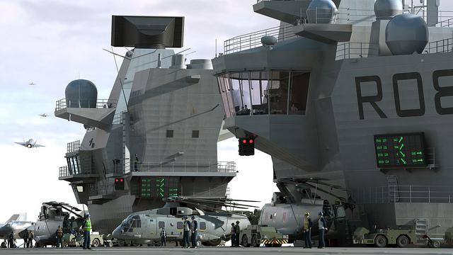 Những chiếc trực thăng Merlin trên boong tàu sân bay HMS Queen Elizabeth