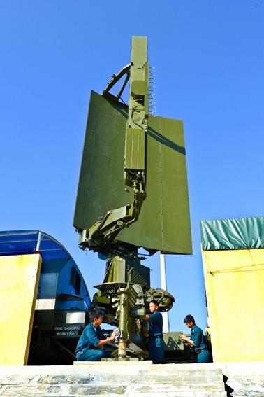 Hiện nay, trong biên chế của quân chủng Phòng không không quân Việt Nam còn được trang bị radar cảnh giới tầm thấp 36D6 của ISKRA