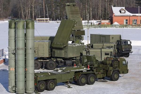 Hệ thống tên lửa phòng không S-400 Triumf.