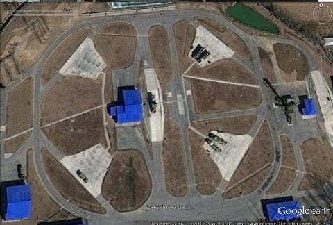 Trận địa tên lửa S-300PMU1 của Trung Quốc (ảnh chụp từ vệ tinh)