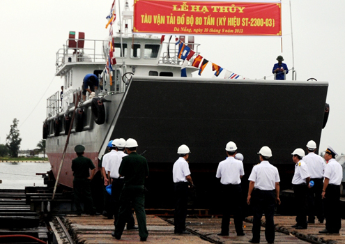 Lễ hạ thủy tàu đổ bộ 80 tấn ST-2300.