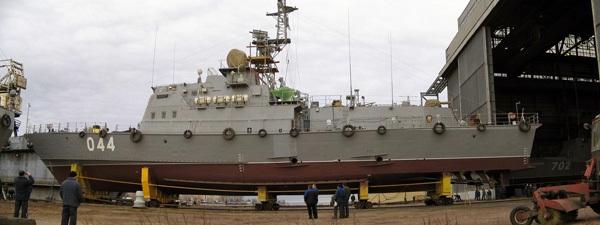 Trong số 6 tàu pháo Svetlyak của Hải quân nhân dân Việt Nam, nhà máy đóng tàu Almaz đã đóng 4 tàu là HQ-261, HQ-263, HQ-264 và HQ-265. (Trong ảnh: Tàu HQ-264 (số hiệu tại nhà máy là 044) đang chuẩn bị được hạ thuỷ.)