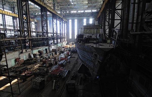 Đây là nhà máy đóng 2 tàu Svetlyak HQ-266, HQ-267 cũng như là nơi chế tạo cầu tàu nổi và đốc nổi phục vụ cho tàu ngầm Kilo của Hải quân nhân dân Việt Nam.