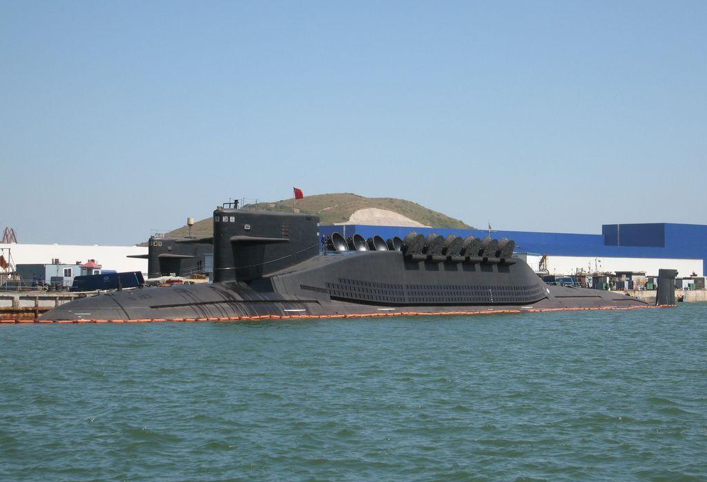Tàu ngầm hạt nhân chiến lược Type 094 có khả năng mang 12 tên lửa đạn đạo JL-2 đặt trong bệ phóng thẳng đứng