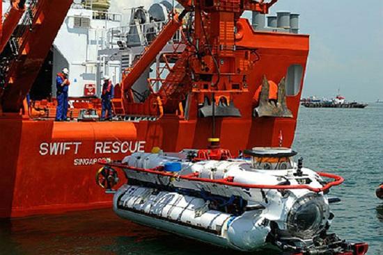 Thiết bị cứu hộ tàu ngầm trên tàu MV Swift Rescue của Singapore