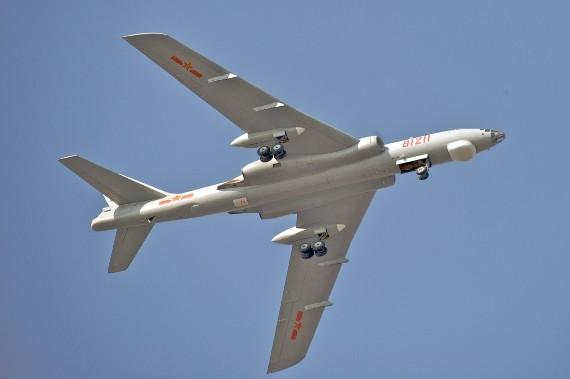 Máy bay ném bom H-6.