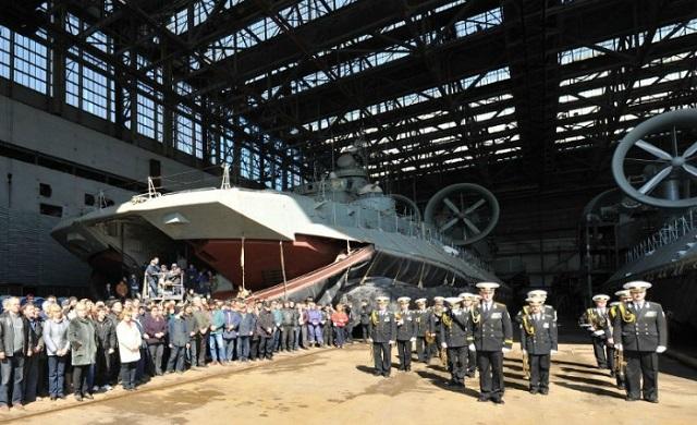 Tàu đổ bộ đệm khí Zubr đóng cho Hải quân Trung Quốc ở nhà máy Morye