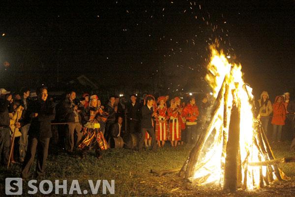 Lễ nhảy lửa thường được tổ chức vào cuối năm, khi thời tiết đang bước vào thời kỳ khắc nghiệt nhất của mùa đông.
