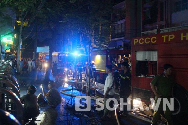 TP.HCM: Cháy chung cư, hàng trăm hộ dân hoảng loạn tháo chạy