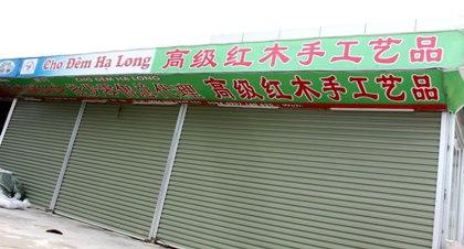 Khu du lịch Bãi Cháy có tới hàng chục cửa hàng, khách sạn trưng biển hiệu quảng cáo in bằng tiếng Trung Quốc