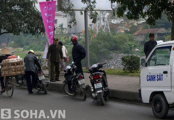 Lối xử phạt không giống ai, thậm chí không đúng luật của lực lượng dân phòng và công an phường hiện nay trong việc xử lý vi phạm giao thông đang khiến nhiều người dân bức xúc.