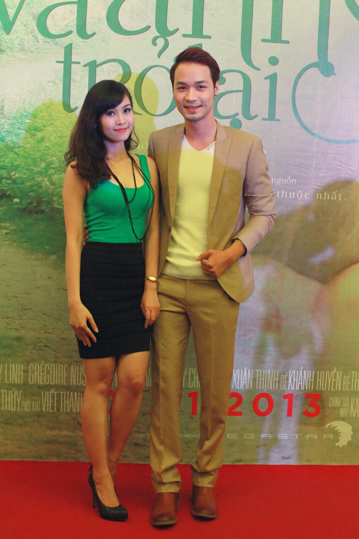 Khải Anh và MC Thùy Linh, người vừa giành giải nữ diễn viên phụ xuất sắc trong liên hoan phim vừa qua.