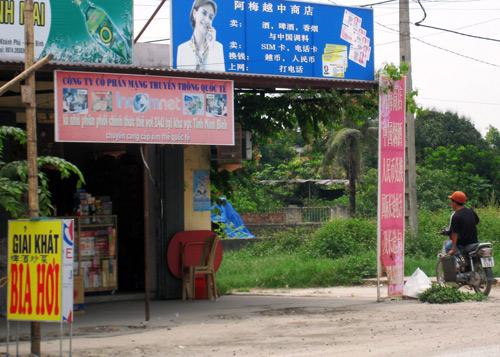 Những quán hàng trưng biển tiếng Trung phục vụ lao động người Trung Quốc tại Ninh Binh