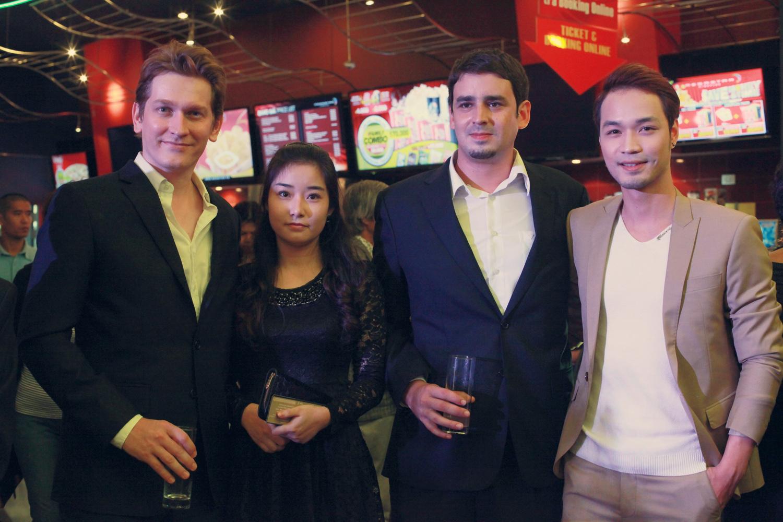 Khải Anh, Khánh Ngọc cùng 2 nam diễn viên người nước ngoài Nicolas và Grégoire Nuss.