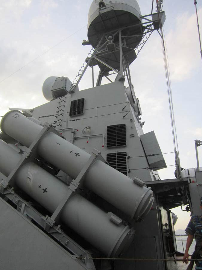 Hệ thống vũ khí trên tàu HQ-381