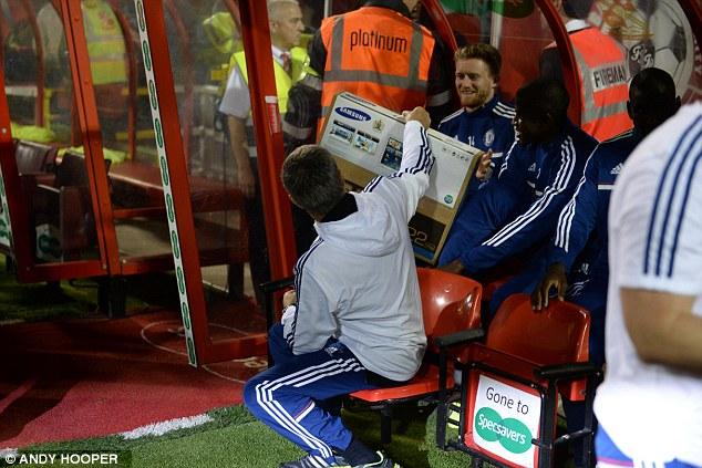 Mourinho tặng TV Samsung cho Andre Schurrle