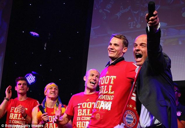 """Bức tiệc thác loạn của """"sao"""" Bayern"""