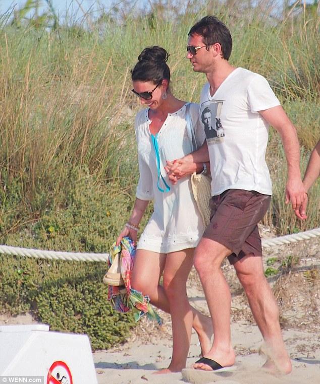 Đi chơi cùng vị hôn thê, Lampard mừng vui ra mặt