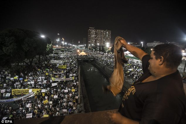Hình ảnh hỗn loạn ở Brazil
