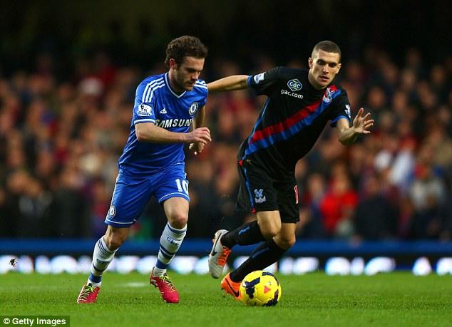 Mata có lẽ là mục tiêu dễ chinh phục nhất đối với PSG