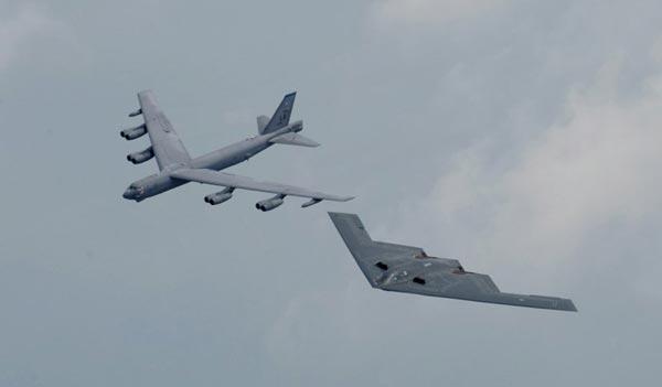 B-52 và B-2 bộ đôi răn đe hạt nhân hàng không chiến lược của Mỹ hiện tại và tương lai gần.