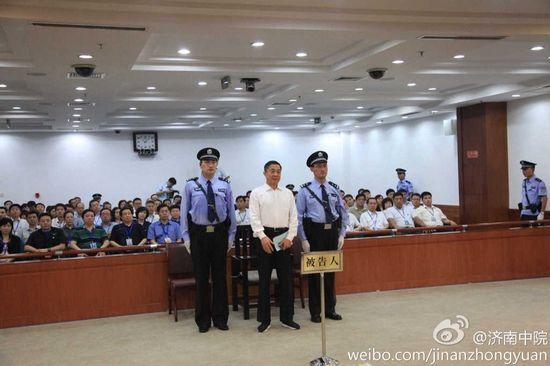 Ông Bạc Hy Lai tại tòa.
