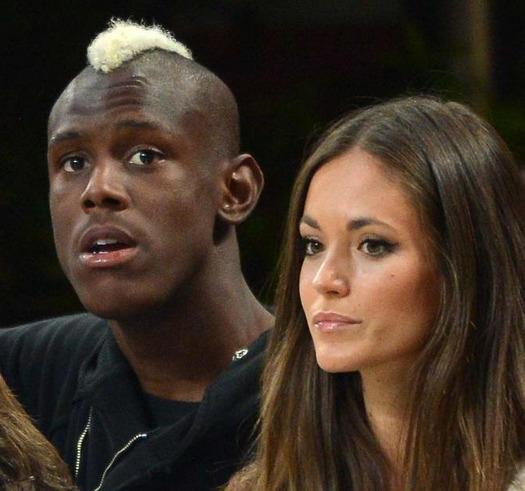 Balotelli bị nhục mạ trước mặt bạn gái mới