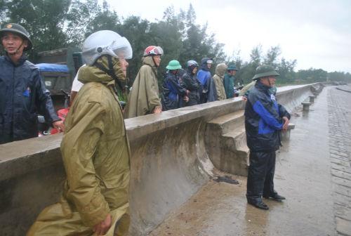 Lãnh đạo tỉnh Thanh Hóa đang túc trực 24/24h chỉ đạo chống bão. Ảnh: Infonet