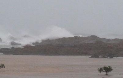 Bão số 5 gây sóng to tại đảo Cô Tô