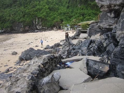 Cát Bà cũng không tránh được những thiệt hại của cơn bão (Ảnh: catba.com.vn)