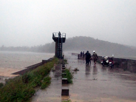 Bão số 5 đổ bộ vào đảo Cô Tô. Ảnh: Báo Quảng Ninh Online.