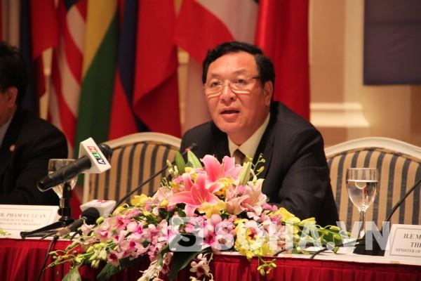 Bộ trưởng GD&ĐT Phạm Vũ Luận trong cuộc đăng đàn trả lời chất vấn các đại biểu Quốc hội ngày 22/3.