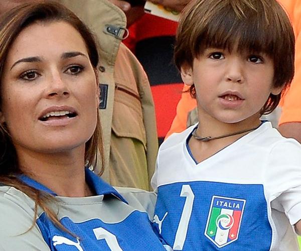 Vợ Buffon đưa cả cậu con trai David đến sân cổ vũ