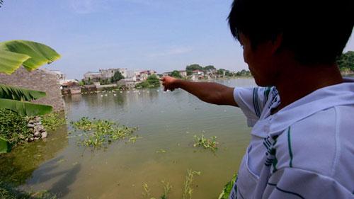 Ao cá, nơi phát hiện xác bé gái sơ sinh bị ném xuống.